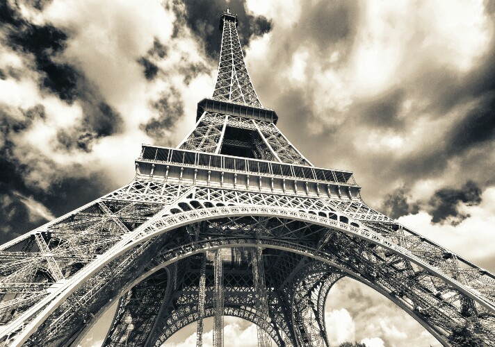 On January 12. 1908 ; A long-distance radio message is sent from the Eiffel Tower for the first time.