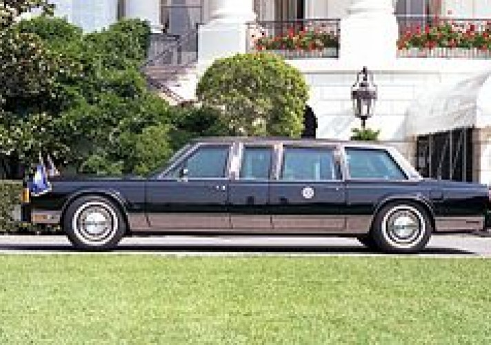 the-last-lincoln-to-be-used-as-a-presidential-state-car-was-a-1989-lincoln-town-car-commissioned-for-george-h-w-bush